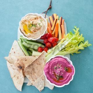 Verschiedene Sorten Hummus