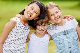 Drei Mädchen als Freunde