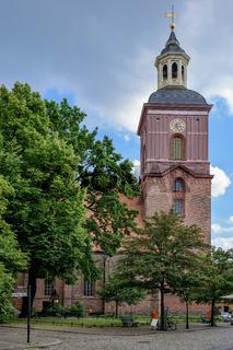 Spandauer Kirche St. Nikolai mit dem Denkmal für die Gefallenen der Befreiungskriege