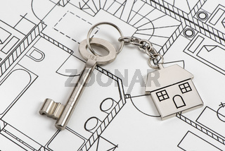 Haustürschlüssel und Bauplan