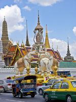 Elefanten vor dem Wat
