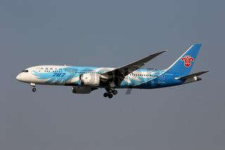 China Southern Boeing 787-8 Dreamliner Flugzeug Flughafen Shanghai Hongqiao