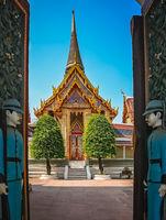Open gates to the Buddhist temple in Bangkok