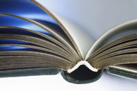 Lesemagie schwebendes Buch