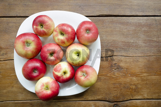 apples on plate