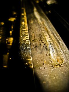 Schreibmaschinenwalze mit Aufschrift ddd