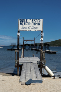 Bootssteg in Porto Paolo, Sardinien