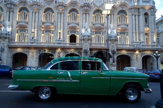 Oldtimer vor dem Gran Teatro in Havanna
