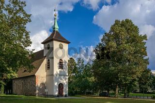 Dorfkirche und Dorfanger in Alt-Reinickendorf (Ansicht von Westen)