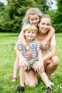 Alleinerziehende Mutter und Kinder