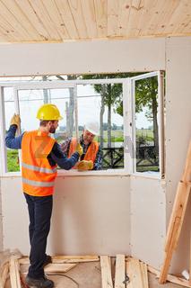 Fenstermonteure bei der Montage