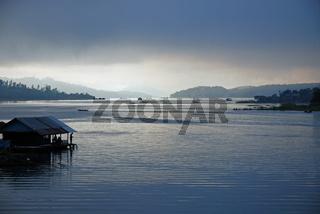 Khao Laem Stausee, Sangkhlaburi, Thailand / Khao Laem reservoir, Sangkhlaburi, Thailand