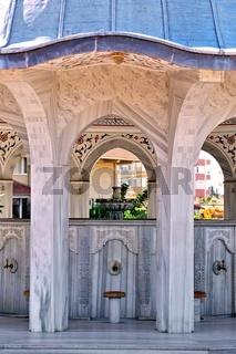 Waschbrunnen vor der blauen Moschee in Manavgat