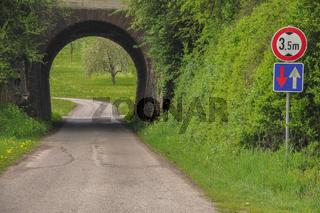 Durchfahrt unterhalb von Eisenbahnschienen, Gailenkirchen