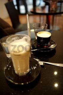 Im Café 2