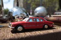 Frankreich Flohmarkt Auto Spielzeug