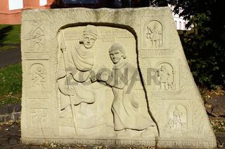 Denkmal Wandalbert von Prüm vor der Sankt Salvator Basilika