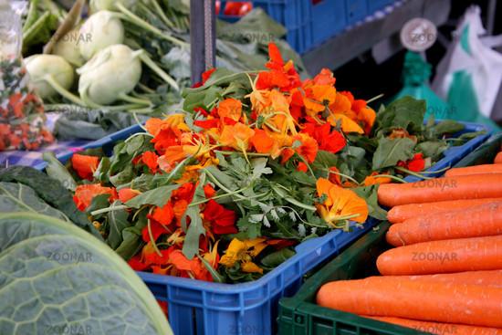 Kapuzinerkresseblüten vom Bauernmarkt