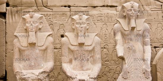 Drei ägyptische Statuen three egyptian statues
