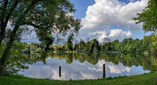 Grüne Oase in der Stadt: Panoramaansicht des Berliner Schäfersees