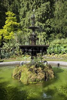 Historischer Brunnen im Stadtgarten von Überlingen