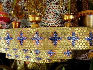 Bierflaschendeckel-Mosaik im 'Bierflaschentempel' Wat Lan Kuat,Thailand