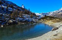 Herbst am Grüensee mit Blick zum Matterhorn, Zermatt, Wallis, Schweiz