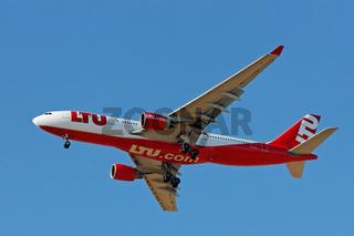 LTU - Airbus A330 im Landeanflug