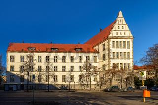 Denkmalgeschütztes Friedrich-Engels-Gymnasium in Berlin-Reinickendorf