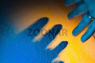 Buch in Blindenschrift. Braille Schrift für Blinde
