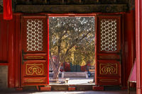 Verziertes Hoftor im Pekinger Ostbergtempel