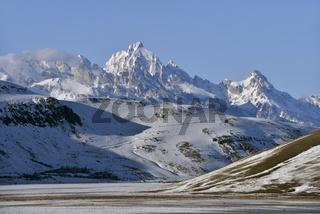 National Elk Refuge im Winter... Grand Teton Range *Wyoming, USA*