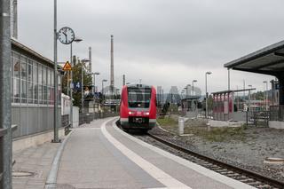 Regionalexpress am neugebauten Bahnsteig in Jena-Göschwitz