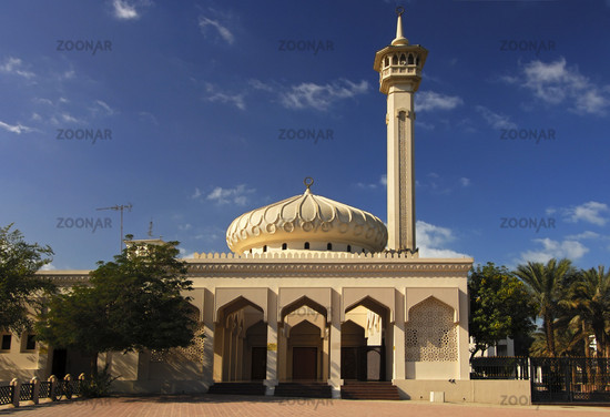 Kuppel und Minarett einer neuen Moschee, Dubai