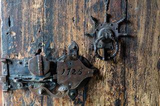 Türschloß an der Stabkirche in Vagamo, Norwegen