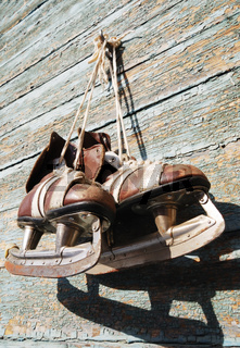 vintage pair of mens  ice skates