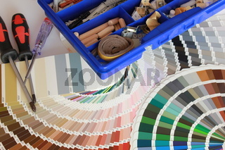 farbfaecher und werkzeug