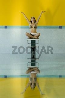 Yoga im Hallenbad
