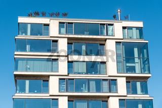 Modernes verglastes Mehrfamilienhaus in Berlin