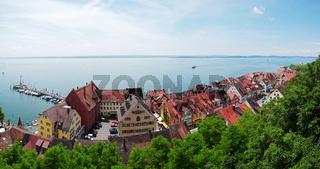 Panoramaaussicht auf den See und die Unterstadt - Meersburg
