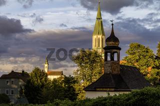 Kirchtürme von Pleystein im Abendlicht