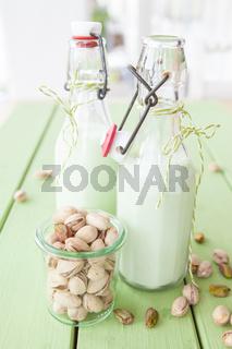 Hausgemachte Pistazienmilch