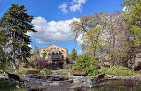 Kräutergarten und Herrenhaus im Berliner Späth-Arboretum