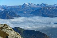 Blick vom Pilatusmassiv auf das Nebelmeer über dem Vierwaldstädter See