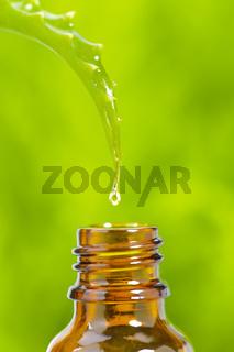 Alternativmedizin mit homöopathischen Tropfen
