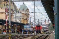 Fahrgäste im Hauptbahnhof von Pilsen