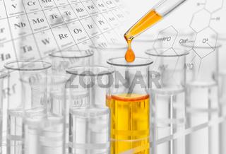 Chemie und Experiment im Labor mit Reagenzgläser