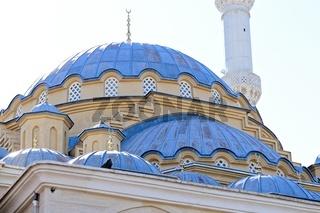 die blauen Kuppeln der blauen Moschee in Manavgat