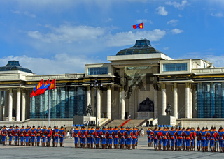 Ehrengarde der mongolischen Streitkräfte in traditioneller Uniform, Ulanbator, Mongolei