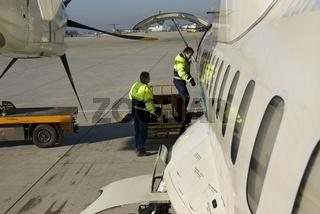 Beladen eines Passagierflugzeuges